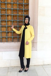 yellow tunic of muslim girl