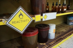 Yellow Warning Reactivity hazardous dangerous chemical label of oxidizing agent oxidant, oxidizer (substance that has the ability to oxidize other substances) and effect of container were oxidized.