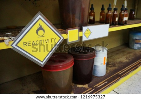Yellow Warning Reactivity hazardous dangerous chemical label of oxidizing agent oxidant, oxidizer (substance that has the ability to oxidize other substances)  and effect of container were oxidized. #1216975327