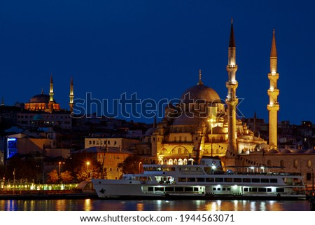 Yeni Cami known as New Mosque in Istanbul with Nuruosmaniye Mosque in the background, Istanbul, Turkey Stok fotoğraf ©