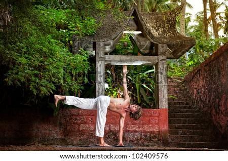 yoga parivrtta ardha chandrasana revolved half moon pose