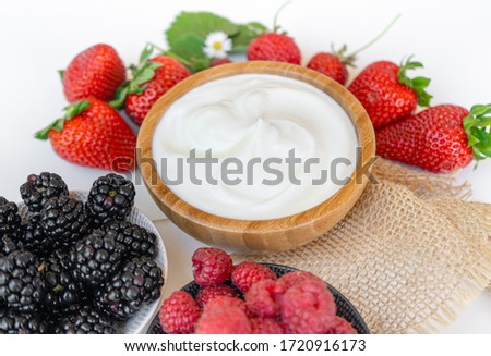 Yogurt in a bowl with spoons,Healthy breakfast with Fresh greek yogurt and strawberry on background ストックフォト ©