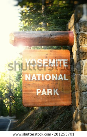 yosemite national park sign ...