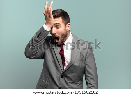 young adult handsome businessman raising palm to forehead thinking oops, after making a stupid mistake or remembering, feeling dumb Stock foto ©