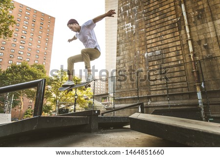 Young adult skating outdoors - Stylish skater boy training in a nNew York skate park, concepts about sport and ifestyle