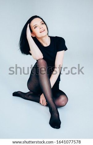 Young adult woman posing wearing total black. Casual outfit.