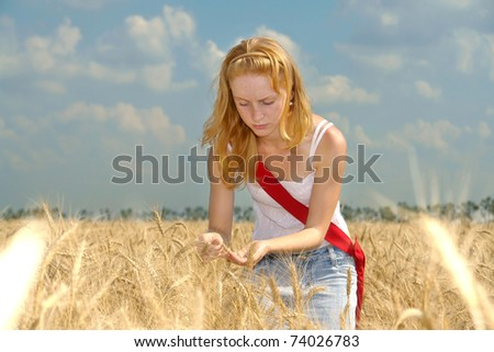Young agronomist examines the maturity of the wheat harvest