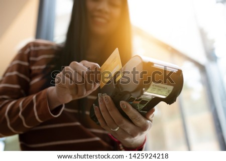 Young asian girl using credit card make a payment via payment terminal machine. Stock foto ©