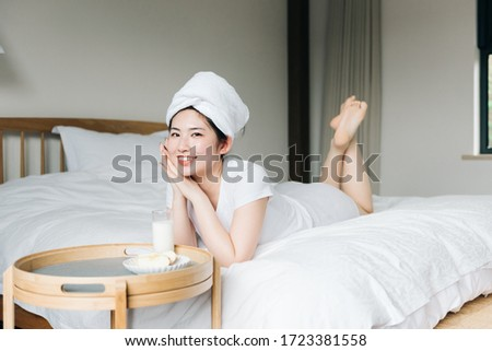 Young asian girls drink milk in bed Stockfoto ©