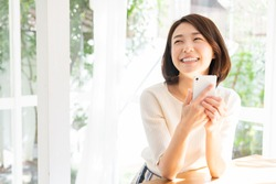 young attractive asian woman to see a smart phone,