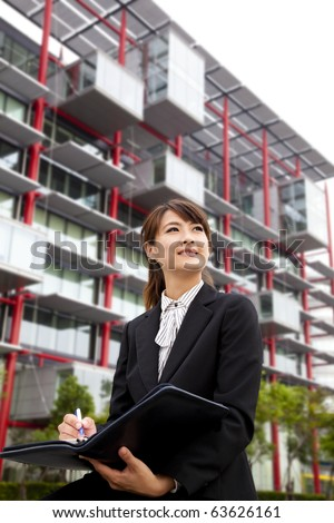 young beautiful business woman Sitting in front of the modern building