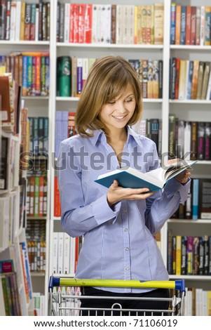 Young beautifulYoung beautiful woman shops in a bookshop