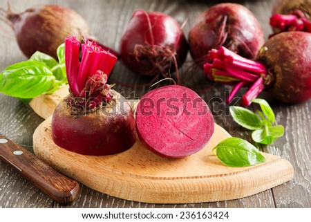 Young beets in a wooden bowl.