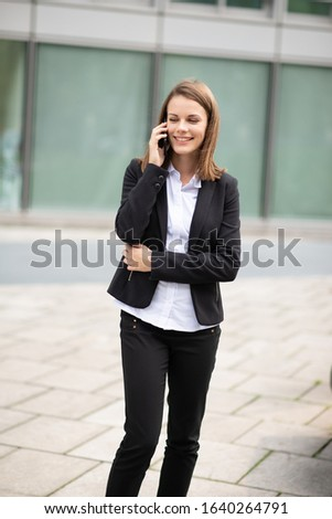 Young business woman talking on her mobile cell phone