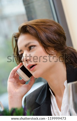 Young business woman talking on the phone during lunch time