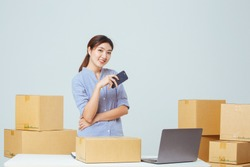 Young business woman working online shopping