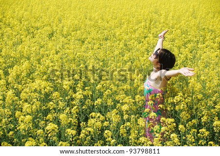 Young caucasian woman in a sea of flowers