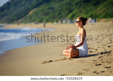 Young caucasian woman relaxing on the beach