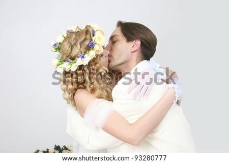 STUDIO wedding couple posing