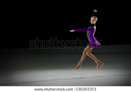 Young girl figure skater (on ice arena ver) #530203351