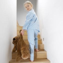 young girl going to sleep