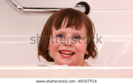 Young girl (4Yr) happy in bath