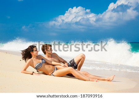 photos of girls laying on the beach № 11770