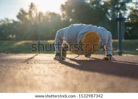 Young male doing morning workout rutine outdoors. Healthy Lifestyle. Cardiovascular workouts - Stock Image