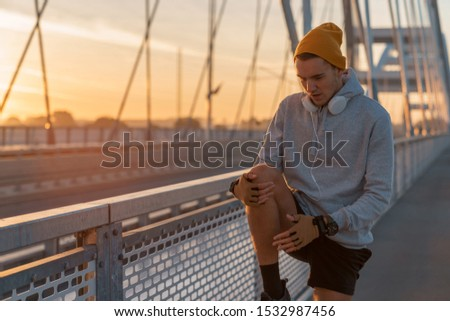 Young male morning workout rutine on bridge outdoors. Healthy Lifestyle. Cardiovascular workouts - Stock Image