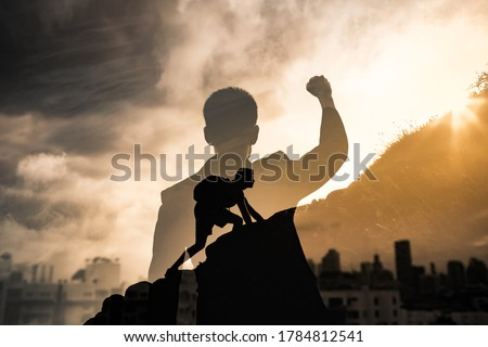 Young man in the city reaching his goals. People inspiration and never giving up concept.  Foto stock ©