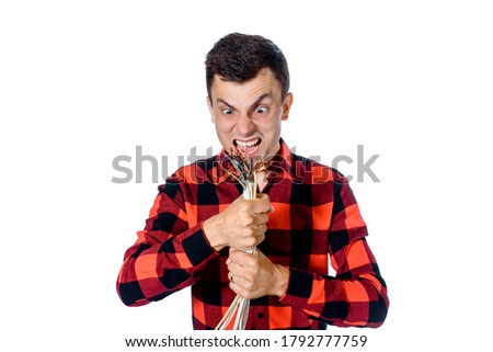 Young man is screaming and hold the electric cable. Concept: Do not entrust the work of an amateur or do you self, apply for a professional.  Foto stock ©