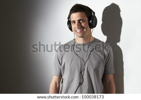 Young man listening to music on headphones./Listening to music