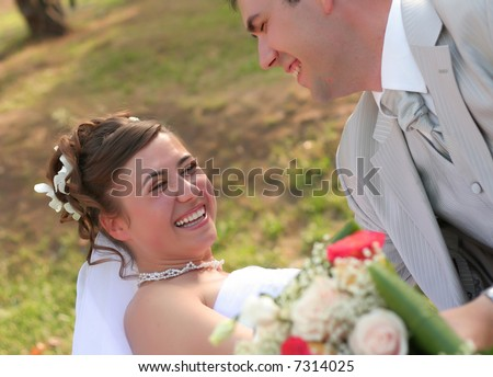 Young married couple posing in the wedding day #7314025