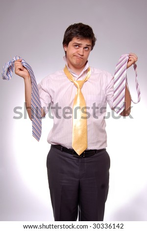 young men can't choice a tie, photo 4