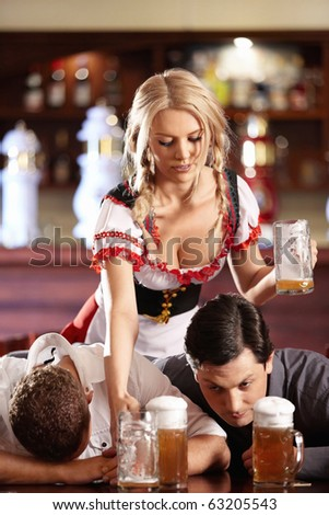 Young removes a waitress in a restaurant mugs