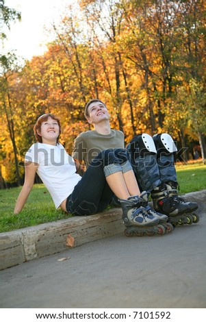 young roller couple sit 2