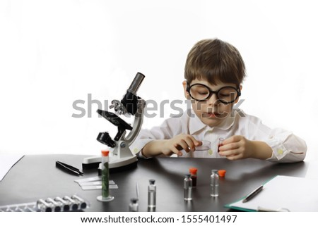 Young scientists chemists. Children's vocational guidance. Choice of profession. Doctor, laboratory assistant, chemist.