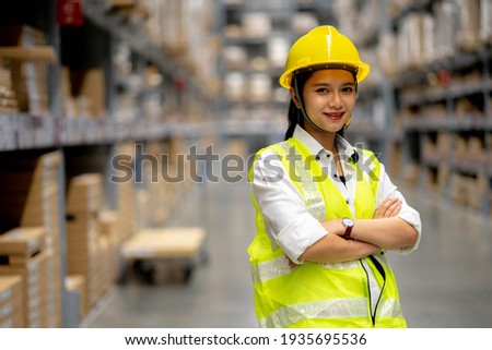 Young smiling woman worker and vest checking box in stock in  factory warehouse, Staff check stock girl prepares shipping goods and packaging products to customer. Photo stock ©