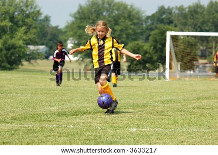 Young Soccer Play Prepare to Kick Foto stock ©