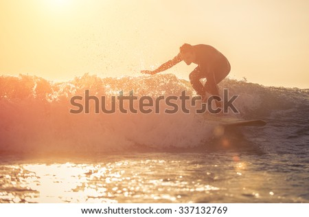 Young surfer practicing surf in Manhattan beach, california. concept about sport, vacations and nature