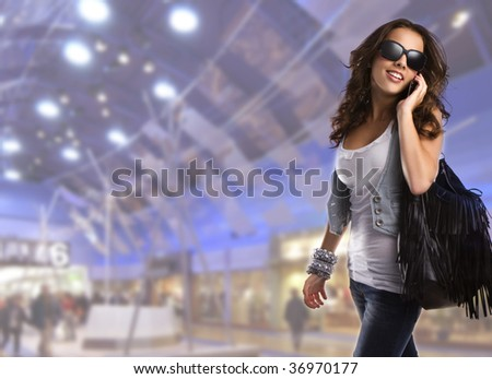 Young teenage woman wearing sunglasses walking in the shopping center