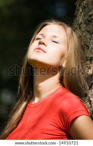 Young woman enjoy the sun.