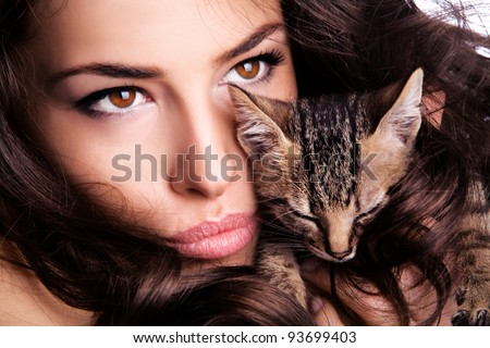 young woman portrait with kitten