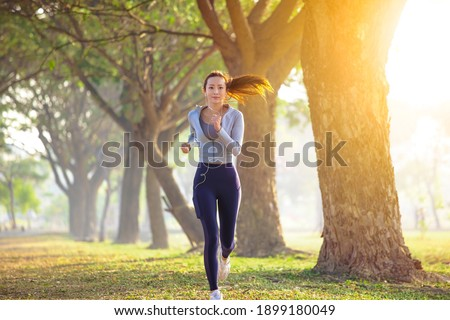 young woman running in the park at  morning Stock foto ©