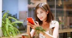 Young woman use mobilephone in coffee shop