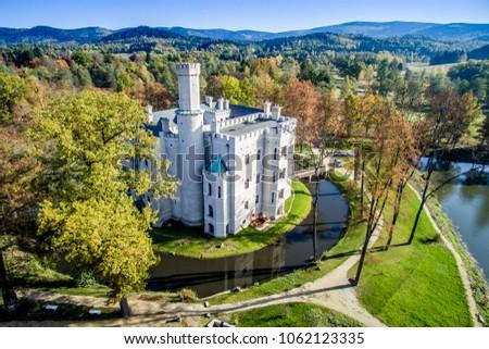 zamek w Karpnikach widok z powietrza, Karpniki castle from the sky Zdjęcia stock ©