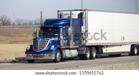 Zanesville, OH / USA - March 31 2019: Big rig on road #1370615762