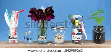 Zero Waste management, illustrated in 6 jars with text Refuse, reduce, recycle, repair, reuse, rot. Save money, eco lifestyle, sustainable living and zero waste concept Stockfoto ©
