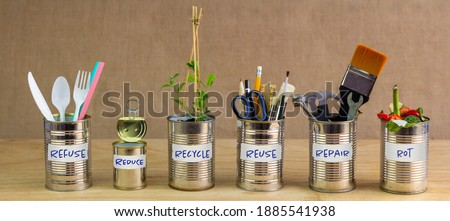 Zero Waste management, illustrated in 6 old tin cans with labels Refuse, reduce, recycle, repair, reuse, rot. Save money, eco lifestyle, sustainable living and zero waste concept Foto stock ©
