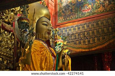 Zhong Ke Ba, Famous Monk, Founder of Yellow Hat Buddhism Altar Offerings Tanka Yonghe Gong Buddhist Lama Temple Beijing China Built in 1694, Yonghe Gong is the largest Buddhist Temple in Beijing. Stok fotoğraf ©